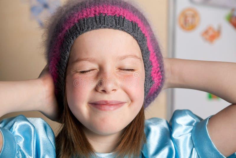 Grappig meisje in een hoed stock foto's