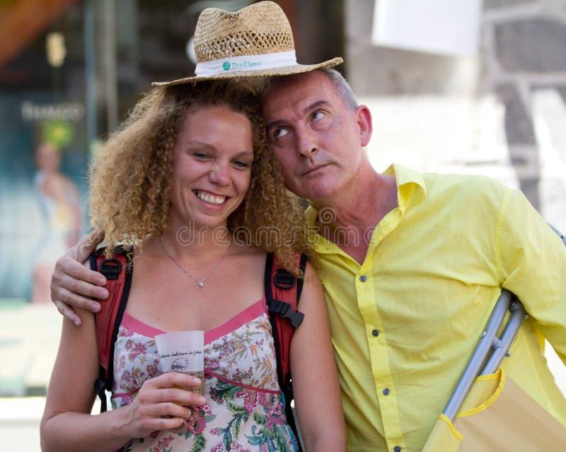 Grappig paar in de straat royalty-vrije stock afbeelding
