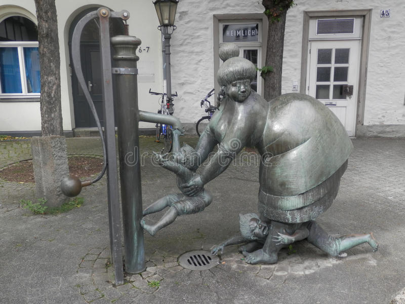 Grappig Vrouwenstandbeeld, Osnabrück, Duitsland stock afbeelding