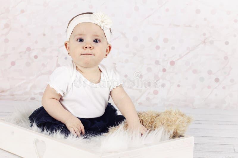 Grappig weinig babymeisje stock foto's