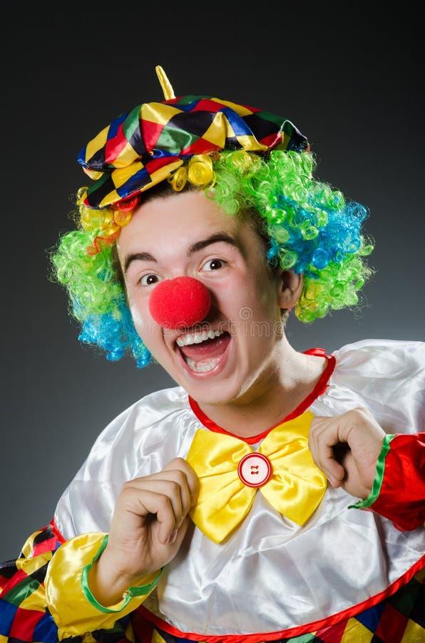 Grappige clown in humeur stock foto's