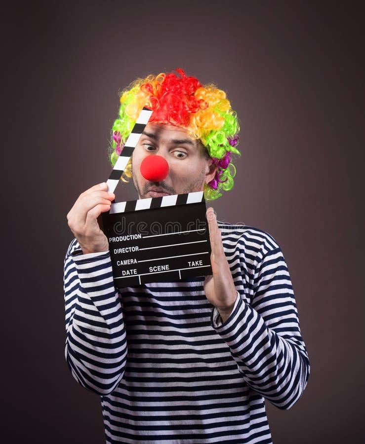 Grappige clown met clipper doos stock afbeeldingen