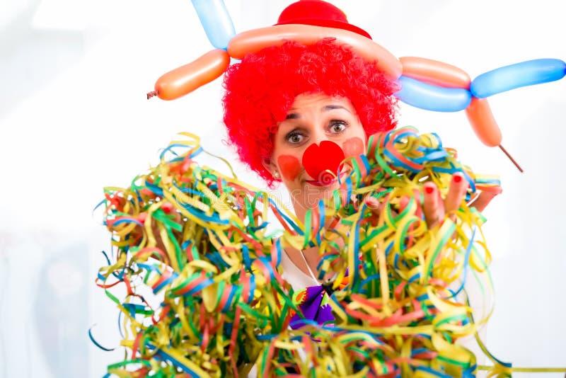 Grappige clown op partij of Carnaval stock afbeeldingen