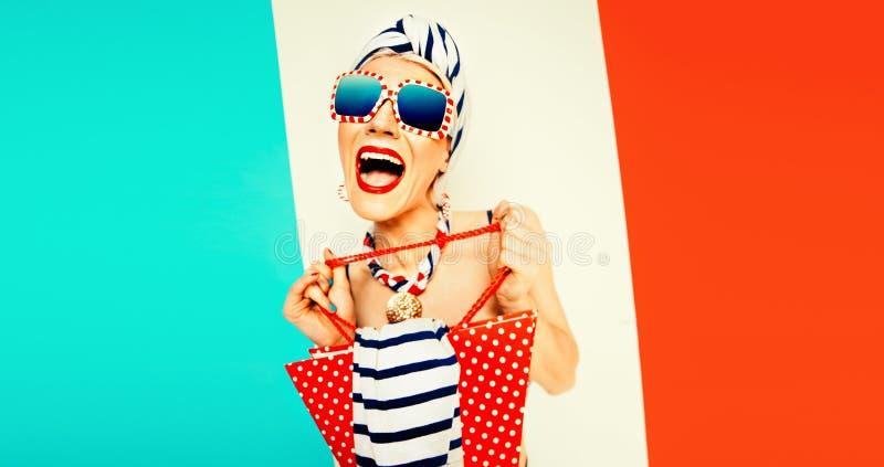 Grappige de zomerdame Strandverkoop, vakantie, mariene stijl stock foto's