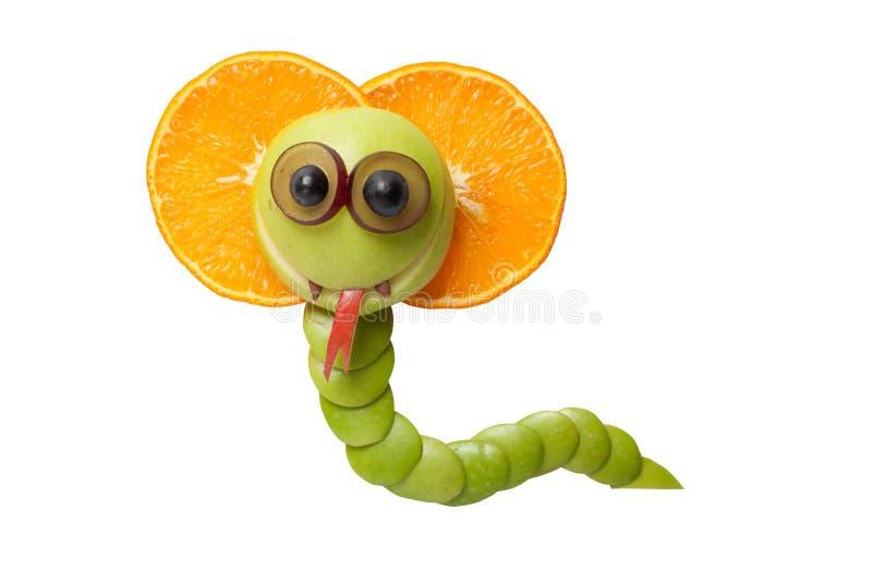 Grappige die cobra van sinaasappel en appel wordt gemaakt stock afbeeldingen