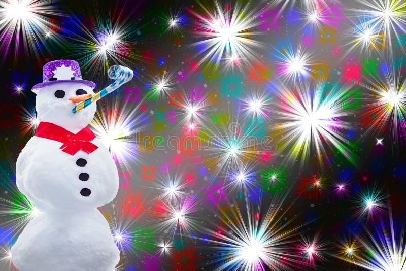 Grappige die partijsneeuwman op vuurwerk of kleurrijke sterren dolkomische Kerstmis als achtergrond en nieuwe jarenkaart wordt ge vector illustratie