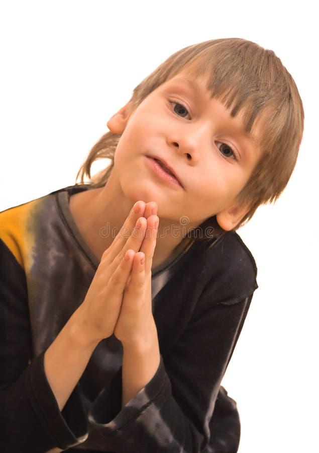 Grappige gebedjongen stock afbeelding