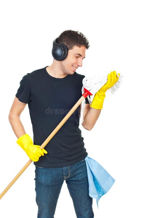 Grappige het schoonmaken mensendans met zwabber royalty-vrije stock fotografie