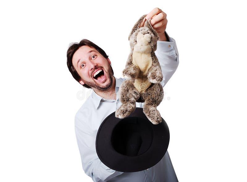 Grappige mens met grote lach met konijn van de hoed royalty-vrije stock afbeeldingen