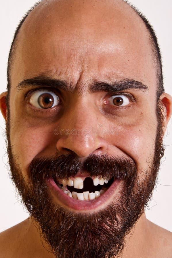 Grappige mens zonder een tand