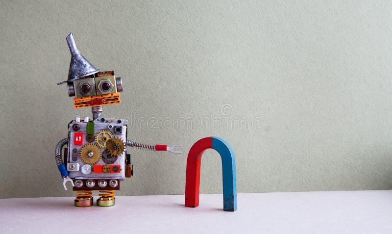 Grappige robot rode blauwe hoefijzermagneet Het creatieve ontwerpstuk speelgoed met de vultrechter van de metaaltrechter, de toes stock foto
