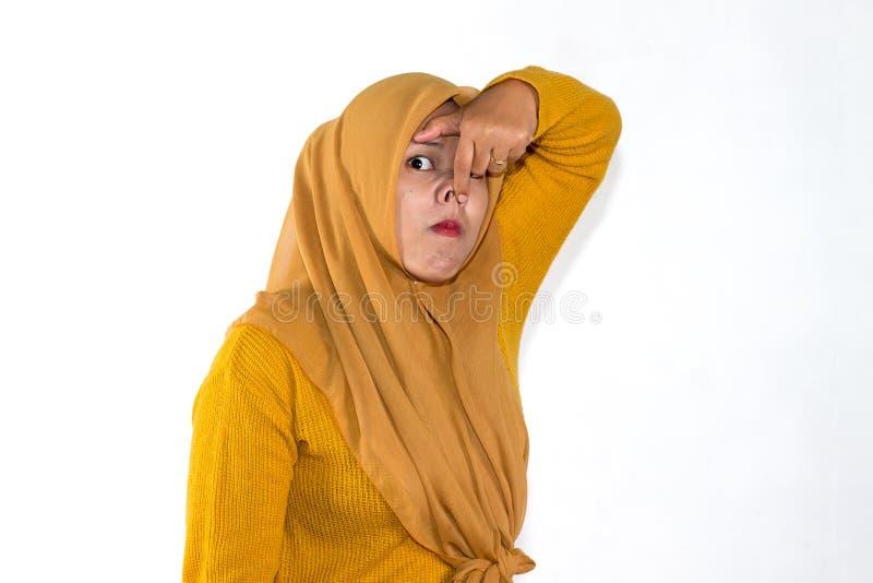Grappige uitdrukking van Moslim Aziatische vrouw stock foto's