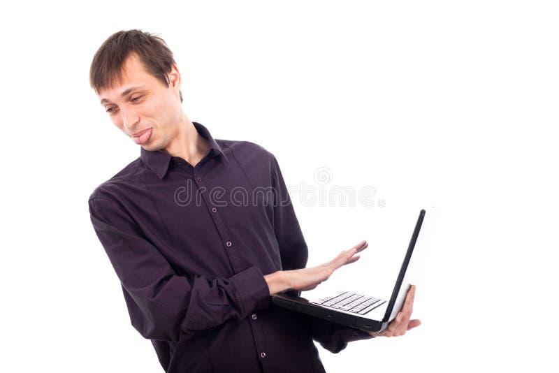 Grappige zonderling weerzinwekkende laptop van de mensenholding stock fotografie