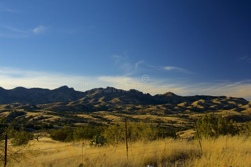 Gras bedeckte Berge stockfoto
