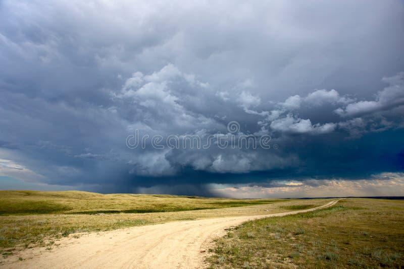 Grasland-Sturm-Wolken stockbilder
