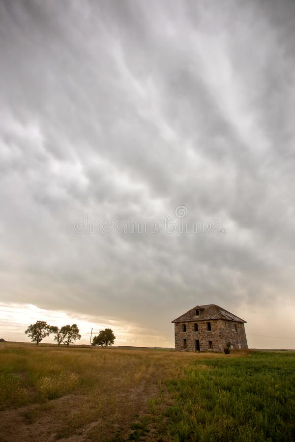 Grasland-Sturm-Wolken lizenzfreie stockfotografie