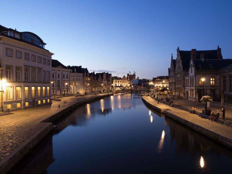 Graslei在晚上在跟特,比利时 免版税库存照片