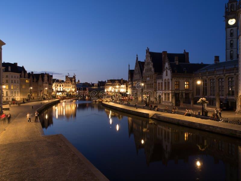 Graslei在晚上在跟特,比利时 免版税图库摄影