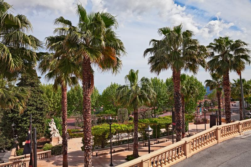Grasse, Provence, França: vista do jardim no centro de cidade fotografia de stock royalty free