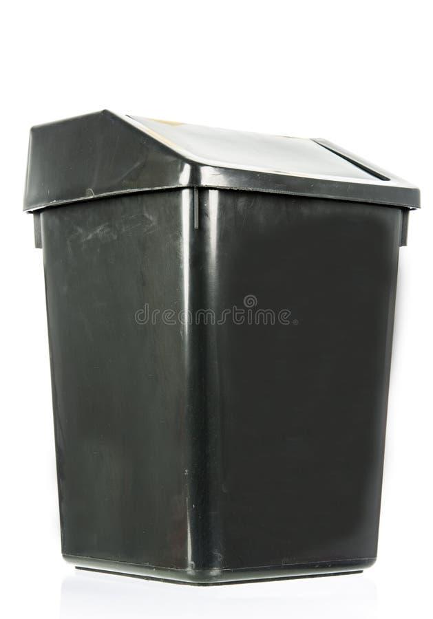 Grat odizolowywający brudny stary czarny kosz odizolowywający obrazy stock