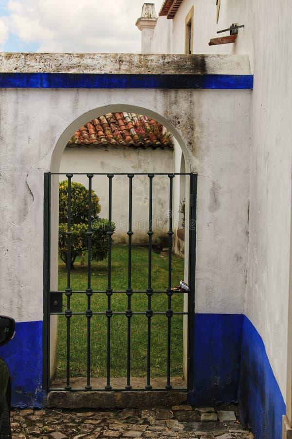 Download Grata Dell'entrata Al Patio Della Casa Tipica Di Castiglia-La Mancha Immagine Stock - Immagine di arco, patio: 117976139