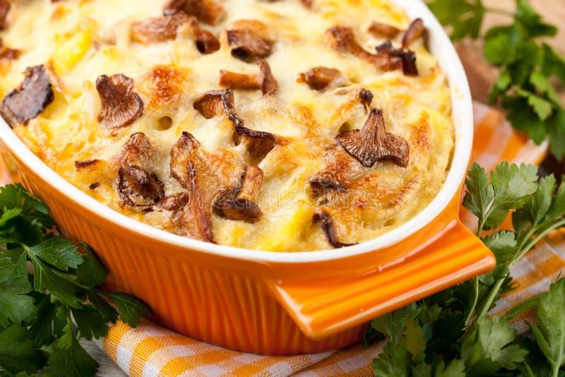 Gratin картошки с грибами стоковая фотография rf