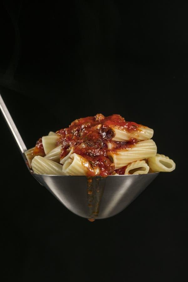 Gratin макарон с сосиской стоковое изображение