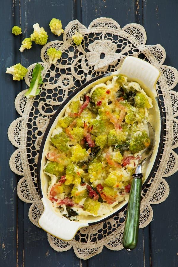 Gratin con i broccoli immagine stock