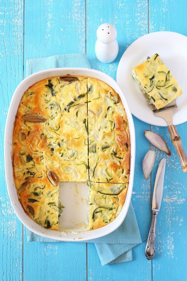 Gratin da polpa de abóbora vegetal com queijo e chalota foto de stock