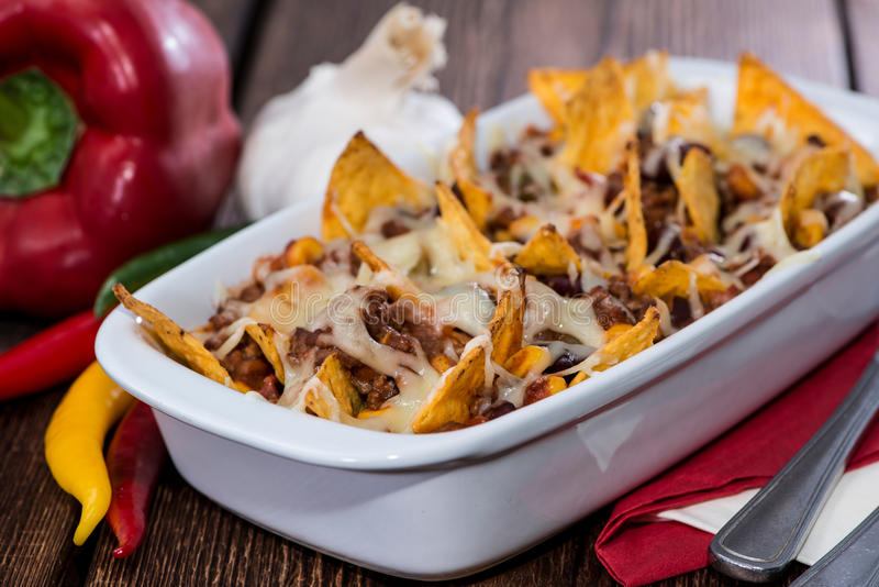 Gratin do Nacho com chili con carne fotos de stock royalty free
