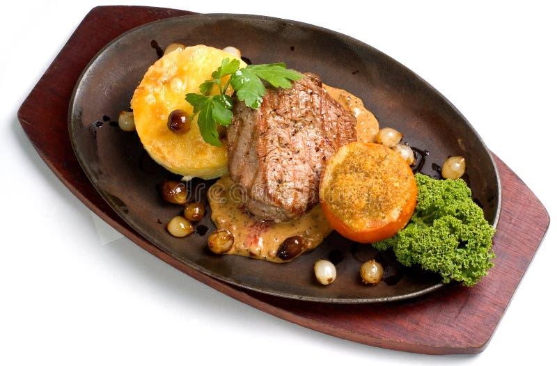 gratine w för nötköttfilévitlök arkivbild