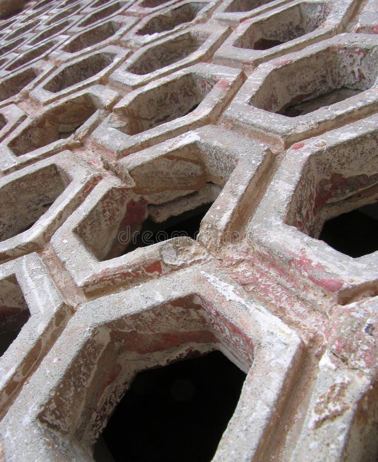 Grating de pedra cinzelado fotos de stock