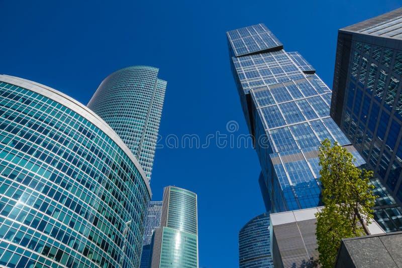 Grattacieli con la facciata di vetro Costruzioni moderne immagine stock