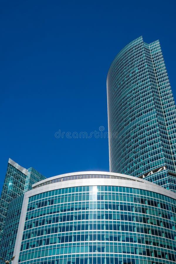 Grattacieli con la facciata di vetro Costruzioni moderne fotografie stock
