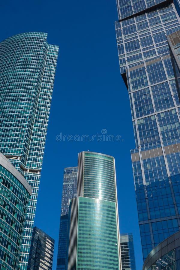 Grattacieli con la facciata di vetro Costruzioni moderne immagini stock