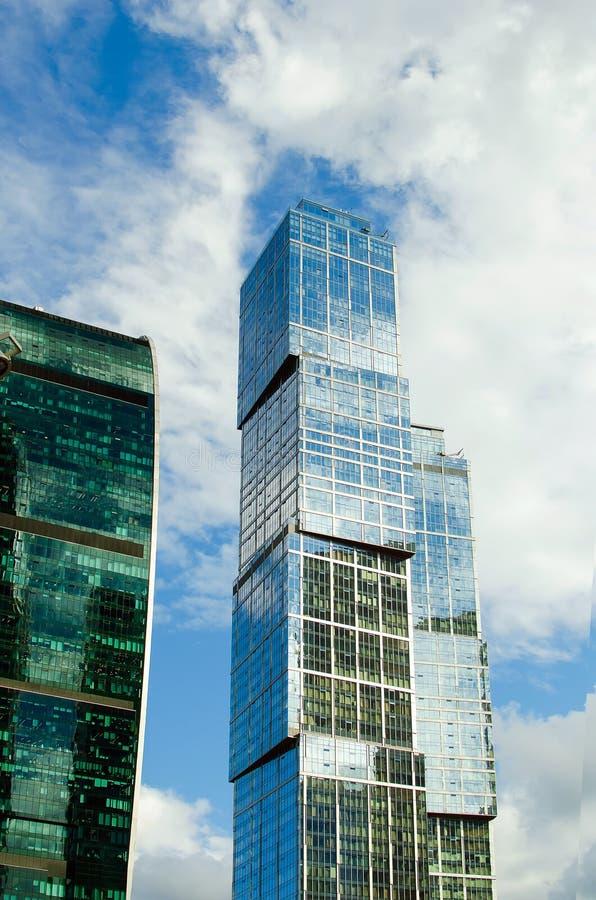Grattacieli del centro di affari della città di Mosca Costruzioni moderne immagine stock libera da diritti