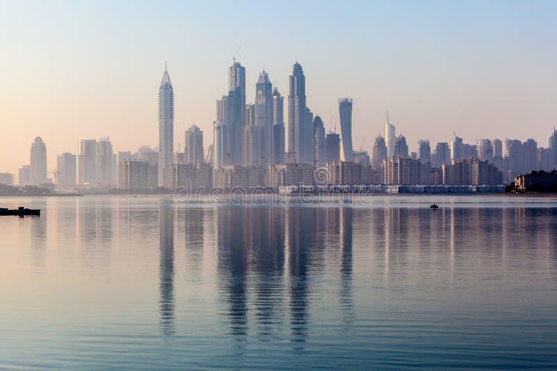 Grattacieli del porticciolo della Doubai fotografia stock libera da diritti