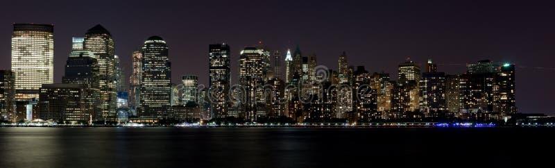 Grattacieli della notte del centro della città di NY fotografia stock