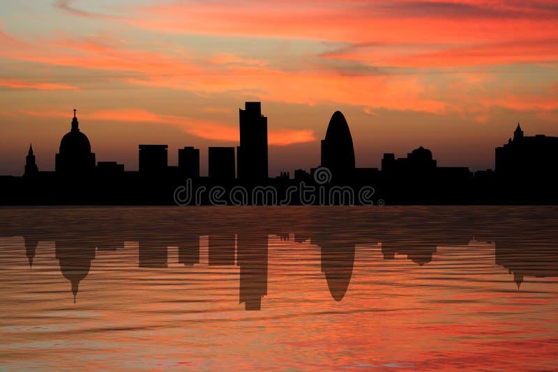 Grattacieli di Londra al tramonto royalty illustrazione gratis