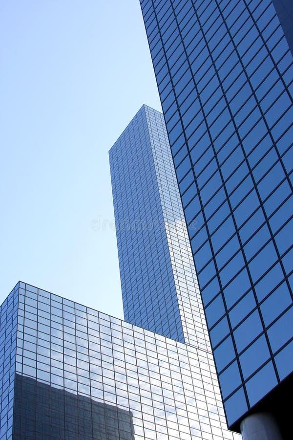 Grattacieli di vetro blu a Rotterdam, Olanda fotografie stock