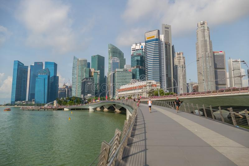 Grattacieli e Marina Bay del distretto aziendale di Singapore nel giorno immagine stock libera da diritti