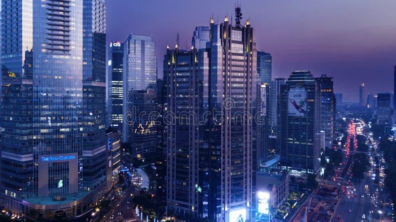 Grattacieli moderni dentro vicino alla strada di Sudirman fotografia stock libera da diritti