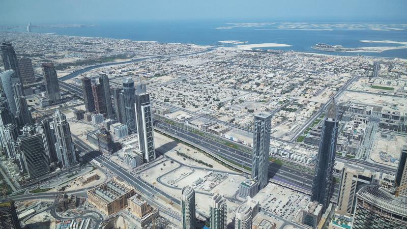 Grattacieli moderni su Sheikh Zayed Road, nel cuore del distretto finanziario del Dubai immagini stock libere da diritti
