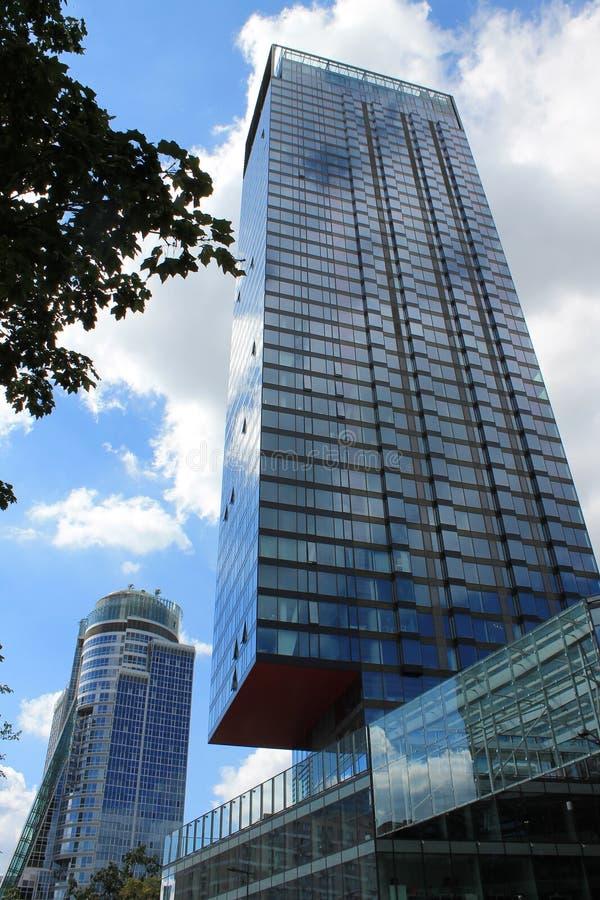 Grattacieli moderni a Varsavia Polonia fotografie stock