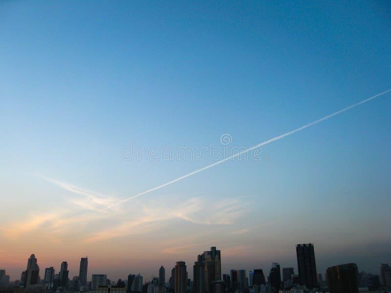 Grattacielo, città, paesaggi urbani di Bangkok, sera del sole, tailandese fotografia stock