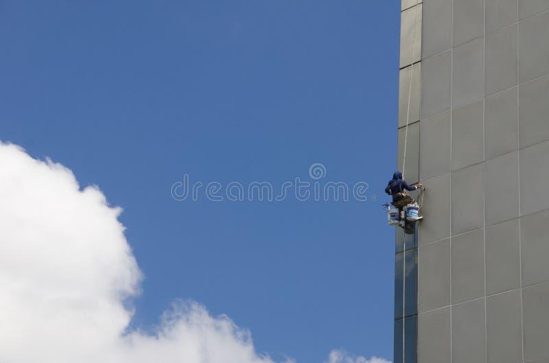 Grattacielo delle finestre di lavaggio fotografia stock