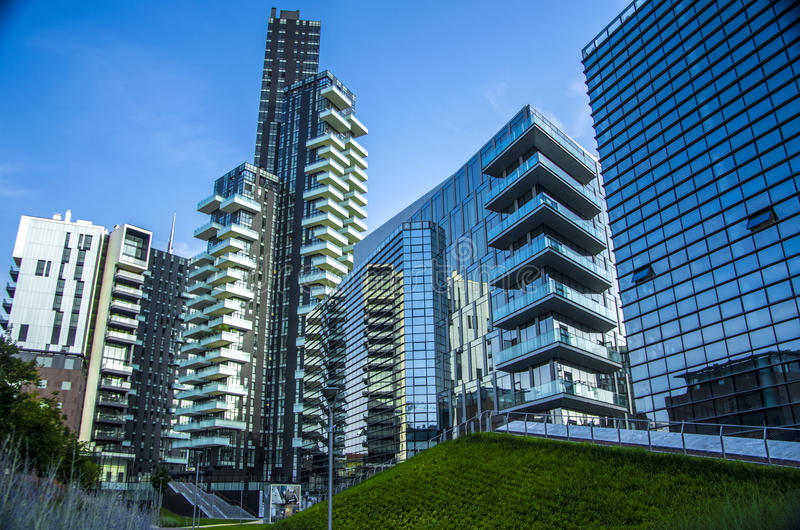 Grattacielo a porta nuova a milano italia fotografia for Uffici temporanei milano prezzi
