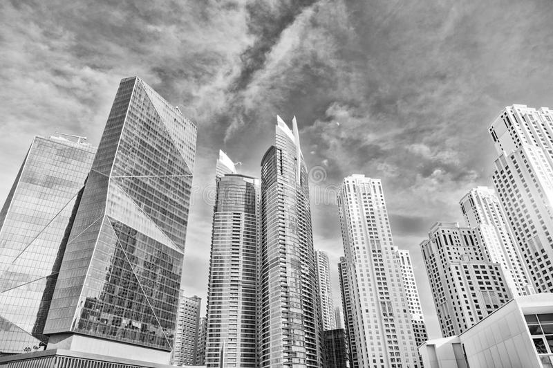 Gratte-ciel à Dubaï, Emirats Arabes Unis, vue inférieure photo stock