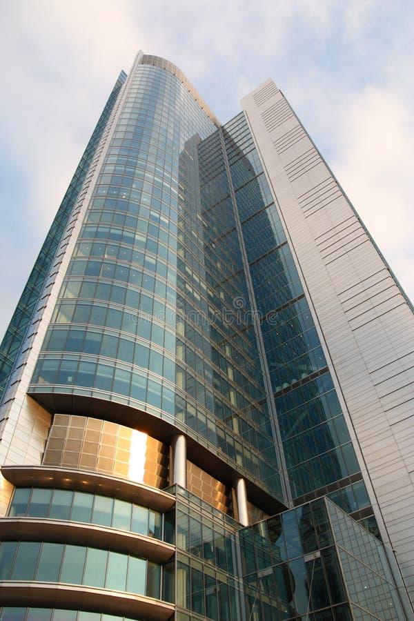 Download Gratte-ciel photo stock. Image du downtown, nuage, réflexion - 8659128