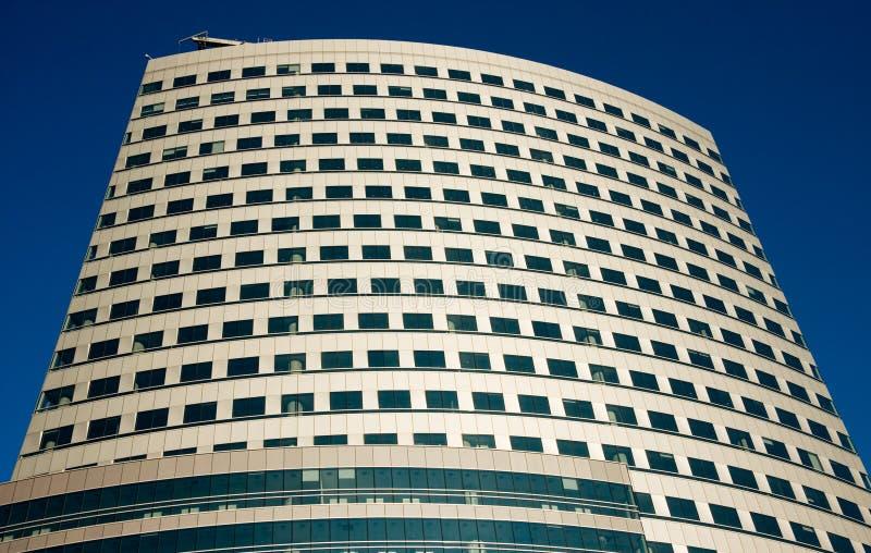 Gratte-ciel au-dessus de ciel bleu photo libre de droits